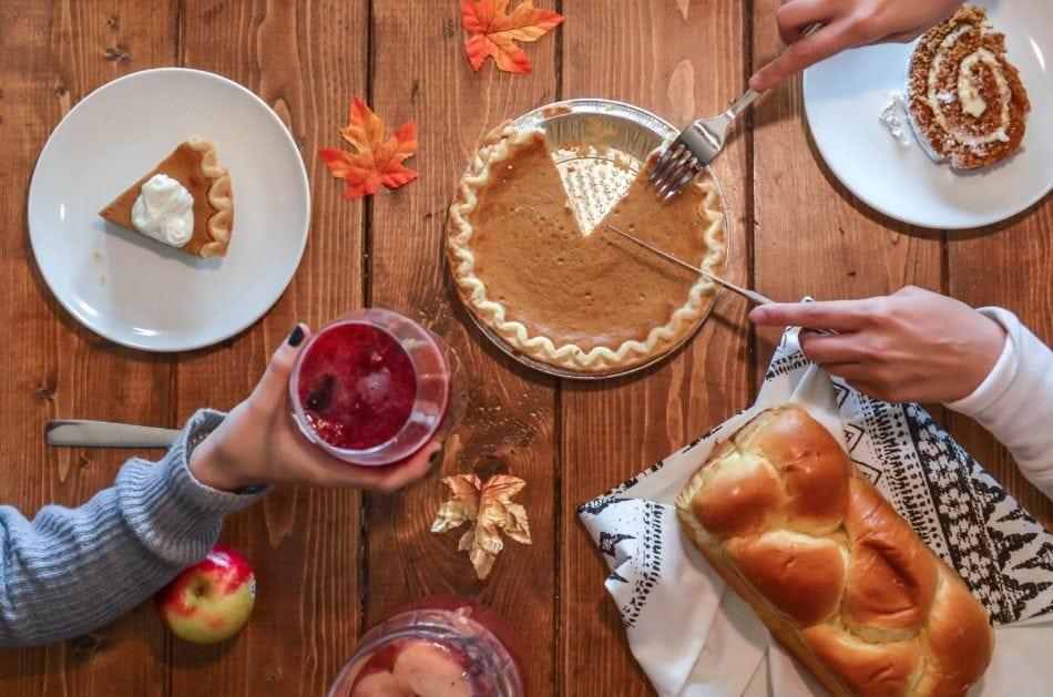 slicing pumpkin pie